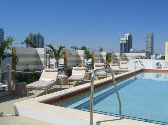 سينس بيتش هاوس: pool