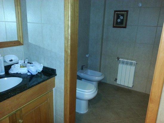 Hotel Villa Huinid Bustillo: Baño