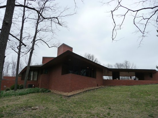 Frank Lloyd Wright House in Ebsworth Park : Outside view