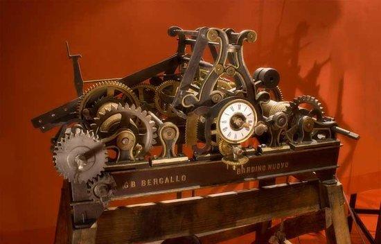 Tovo San Giacomo, Italy: Uno degli orologi da torre esposti nel Museo