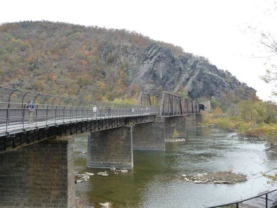 Harpers Ferry, Virginia Occidental: walking and train bridge