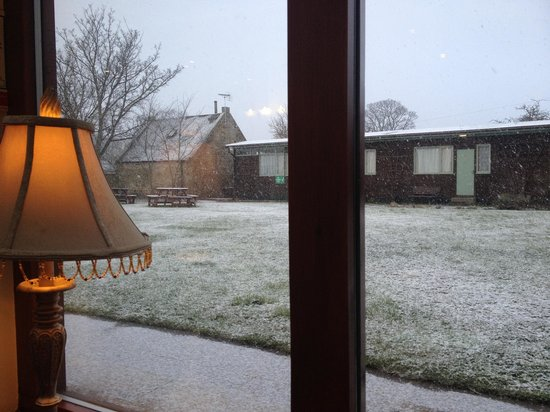 Dornoch Castle Hotel: Breakfast with snow