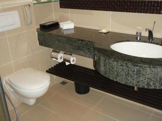 Shangri-La's Tanjung Aru Resort & Spa: Bathroom