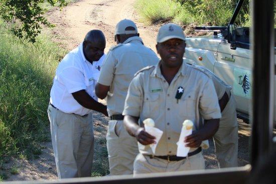 Imbali Safari Lodge: Ice Cream stop on Game Drive
