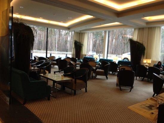 Steigenberger Airport Hotel: Salle à manger