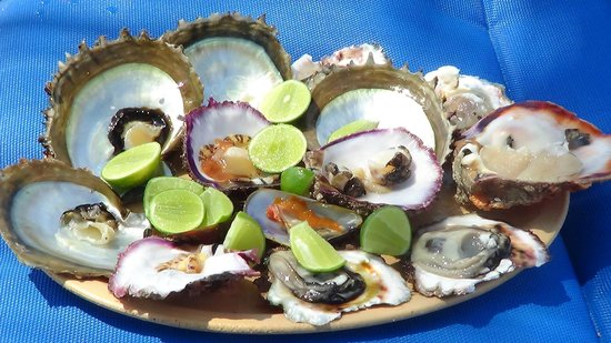 Camino Real Zaashila: Freshly fished, cracked clams and oyster served to your shade