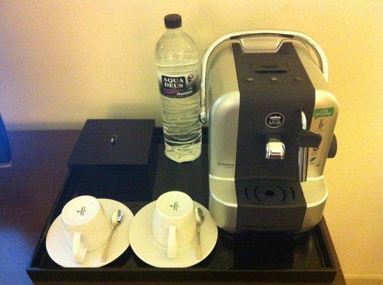 Sofitel Malabo Sipopo Le Golf: Individual Coffee/Tea machine in the room
