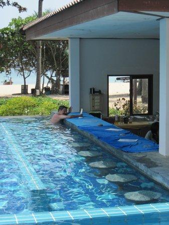Koh Mook Charlie Beach Resort Swim Up Bar
