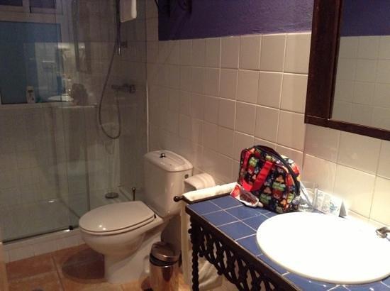 Oasis Hotel: baño