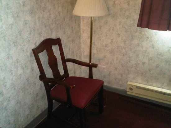 Econo Lodge Hicksville:                   CARPET OLD AND FURNITURE