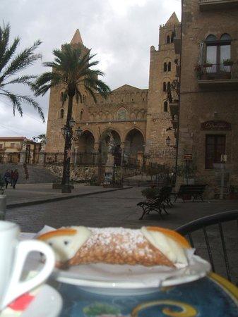 Ale Robi Bed and Breakfast: La colazione con panorama nella storia :)