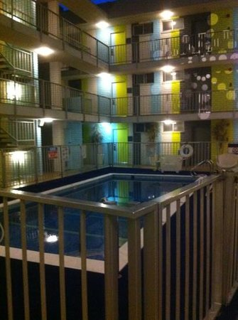 Best Western Plus Hollywood Hills Hotel: piscina