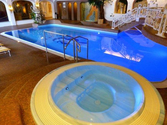 Der Lärchenhof: pool & jacuzzi