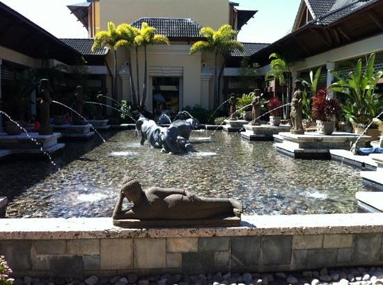 Loews Royal Pacific Resort at Universal Orlando : Royal Pacific Court Yard