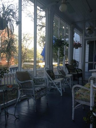 Barrow House Inn : porch paradise!