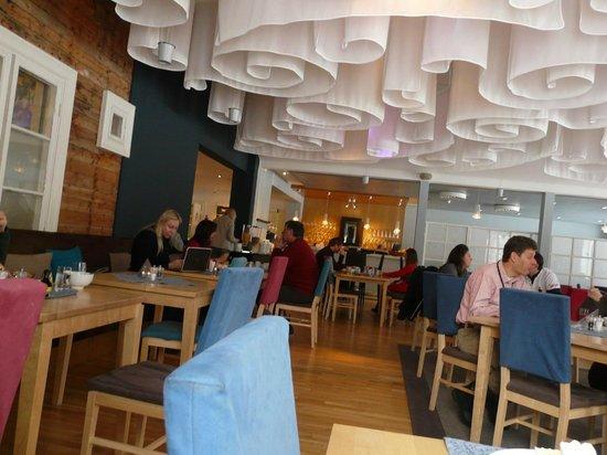 Jukkasjarvi, Suecia: Speisesaal/Restaurant 200m entfernt