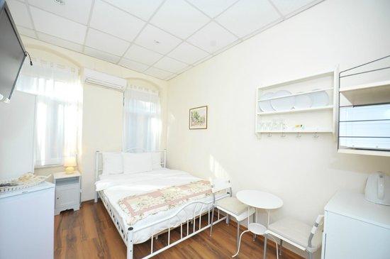 Finch Apartments: Deluxe Double Studio