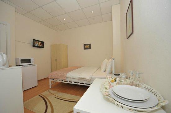 Finch Apartments: Double Suite