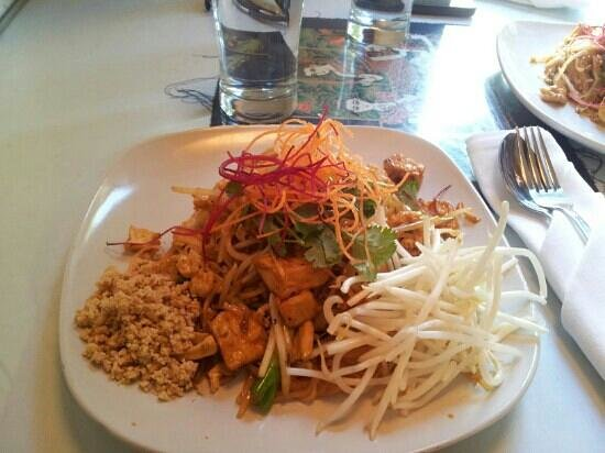 Pad thai picture of arawan thai restaurant sausalito for Arawan thai cuisine menu