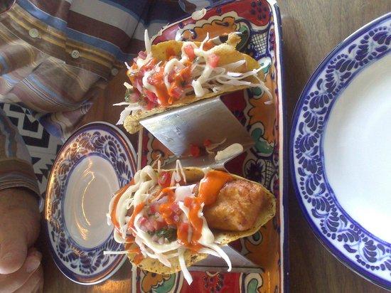 La Embajada: Tacos de  pescado tempura, esquisitos!!