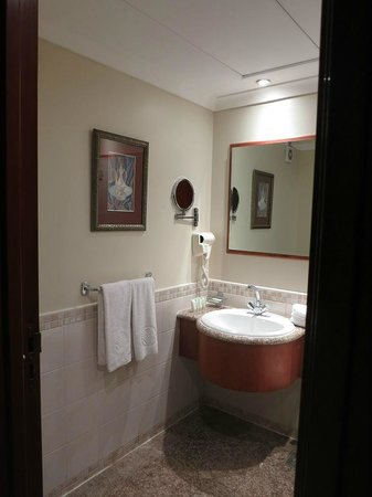 Al Marwa Rayhaan by Rotana-Makkah: Bathroom