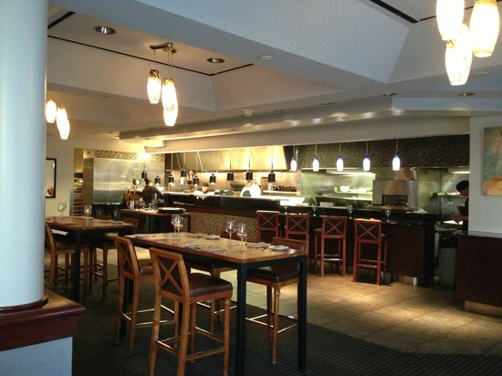 Forque Kitchen & Bar: Looking back toward the open kitchen