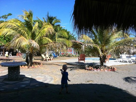 Somar Surf Camp & Lodge: Our son loved to play with the sand
