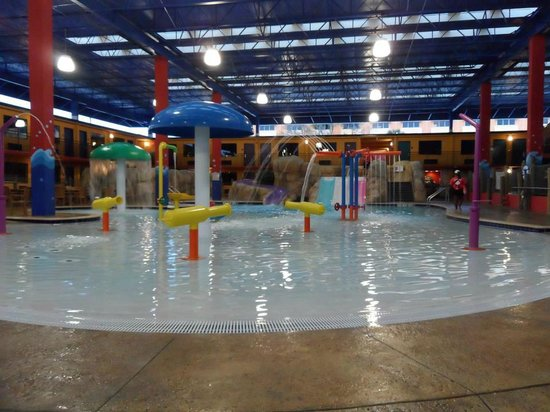 Coco Key Hotel and Water Park Resort: indoor part of water park