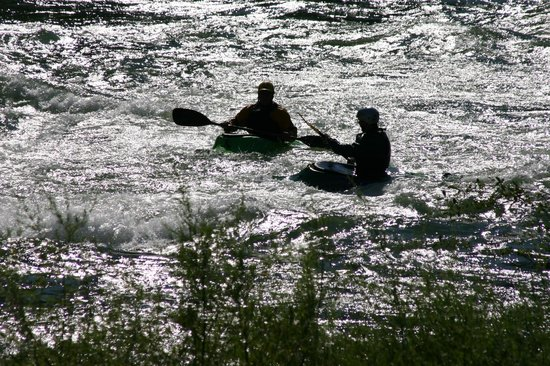 Junction City, CA: Kayakers on the river photographed from the Strawhouse deck