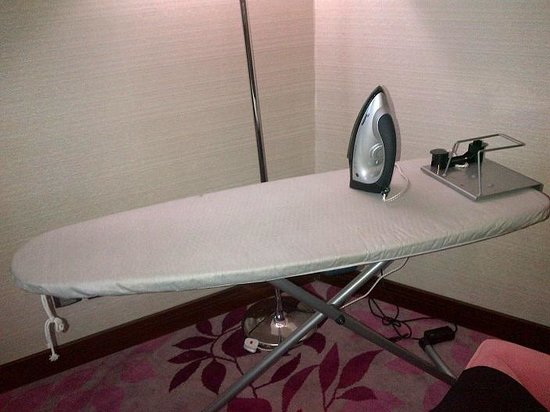 Al Marwa Rayhaan by Rotana-Makkah: Iron and Ironing board