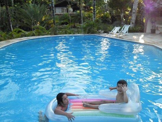Pousada Jacaranda: Meus lindinhos amaram a piscina.