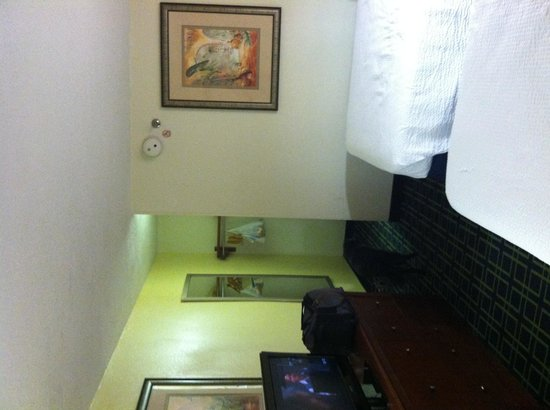 Days Inn Florence Near Civic Center: Wholr room