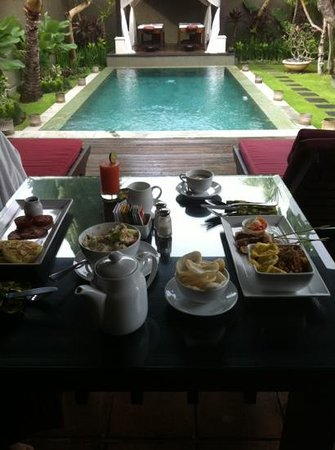 The Ulin Villas & Spa: breakfast