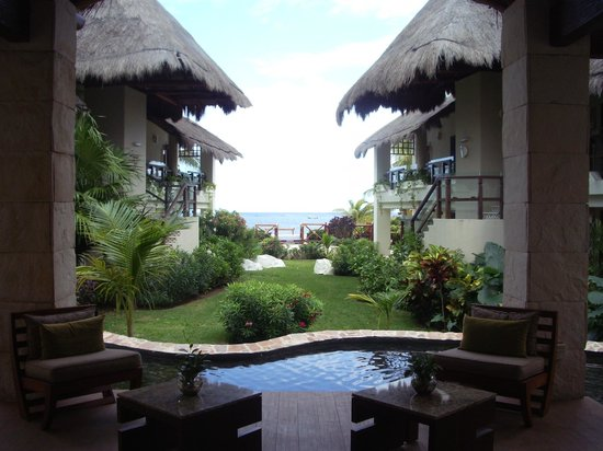 Azul Beach Resort Riviera Maya:                                     View from the lobby to the ocean