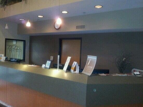 Sleep Inn & Suites : front desk