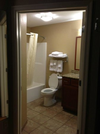 Candlewood Suites Bluffton-Hilton Head: Clean bath