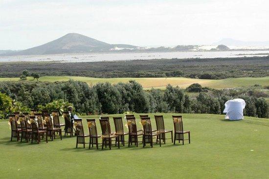 Carrington Estate: wedding ceremony on putting green