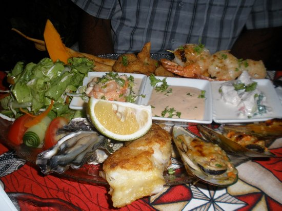 Tumunu Tropical Garden Bar & Restaurant: seafood platter for 1