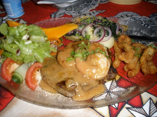 Tumunu Tropical Garden Bar & Restaurant: surf n turf