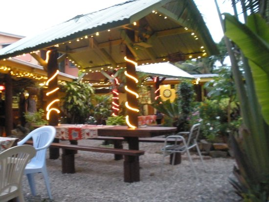 Tumunu Tropical Garden Bar & Restaurant: outdoor area