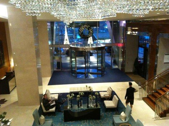 ذا ريتز - كارلتون تورونتو: Lobby from upstairs