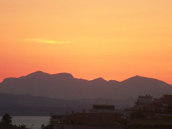 Best Western Hotel Residence Italia: The Mountains over the Horizon (7:19pm 17th August 2012