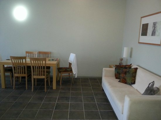 Lennox Holiday Apartments: internal dining area