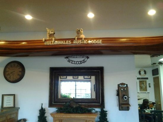 Bullwinkles Rustic Lodge:                   what you see when you walk in to register