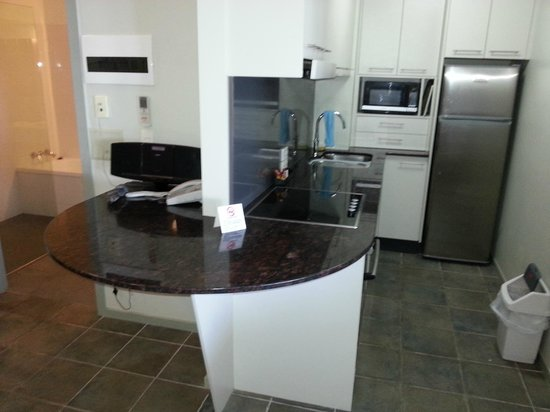 Lennox Holiday Apartments: Kitchen