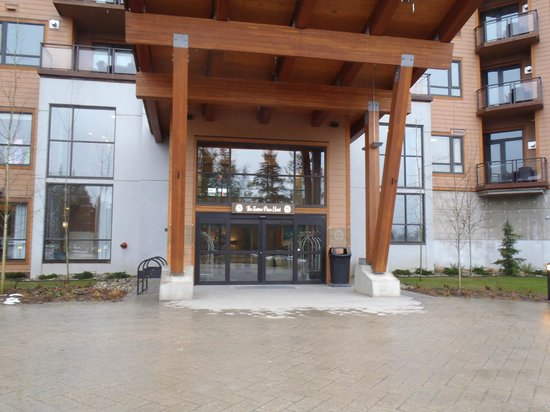The Sutton Place Hotel Revelstoke Mountain Resort: Front Entry