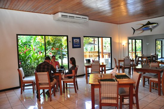 Crocodile Bay Resort:                   dining hall