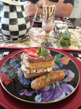 10 Fitch Luxurious Romantic Inn: banana stuffed French Toast and chicken chorizo sausage