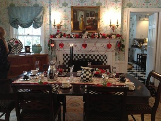 10 Fitch Luxurious Romantic Inn: table set for breakfast
