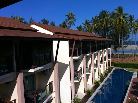 Lanta Pura Beach Resort: Pool view and sea view room